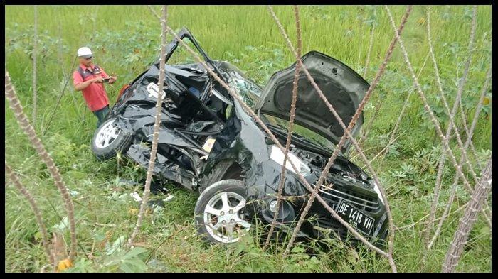 Kecelakaan, Karyawati Rugi Rp 100 Juta Seusai Mobil Ayla Miliknya Ringsek Ditabrak KA