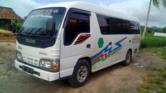 BREAKING NEWS Tabrakan Maut Yamaha Vixion vs Micro Bus di Jalinsum Kalianda, Pengendara Motor Tewas