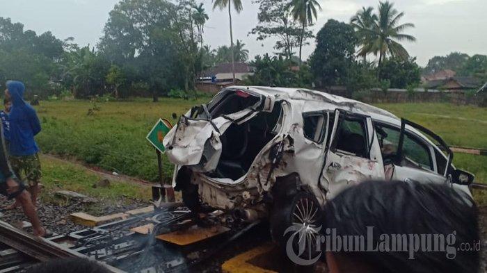 Kecelakaan Maut di Lampung Utara, Honda Jazz Ditabrak Kereta Api, 1 Nyawa Melayang