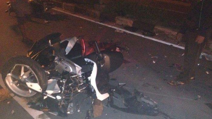 Kecelakaan Motor NMAX Ringsek Tabrak Bus Berhenti di Semarang
