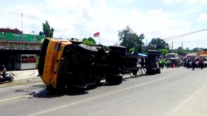 Kecelakaan Tunggal, Truk Peti Kemas Terbalik di Jalan Lintas Medan-Tebing Tinggi