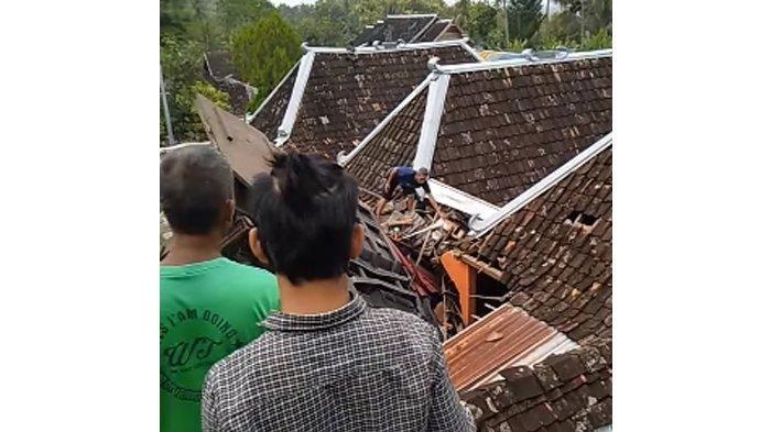 Kecelakan Truk Menancap di Genteng Rumah Warga di Gunungkidul, 1 Orang Tewas