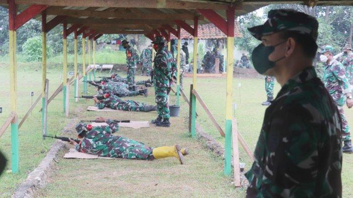 Personil Kodim 0410 Latih Kemampuan Menembak Senjata Ringan di Lapangan Tembak Kompi Senapan  A