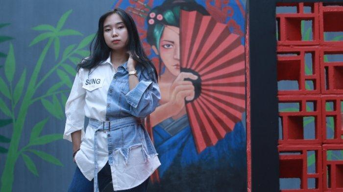 FOTO Tren Fashion Unik dan Kekinian Kemeja Jeans Kombinasi Katun