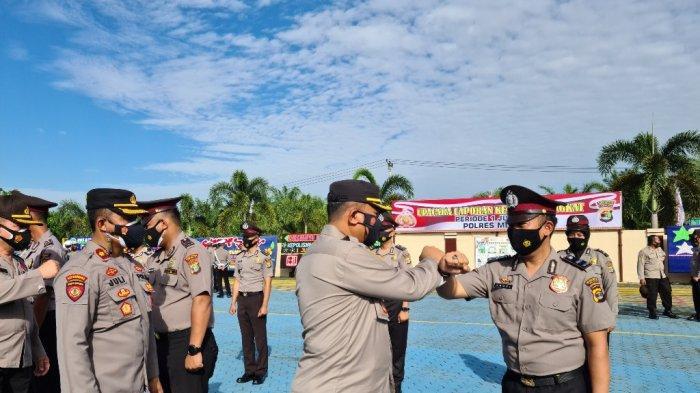Kapolres Mesuji AKBP Alim Pimpin Upacara Kenaikan Pangkat 14 Personil Polisi