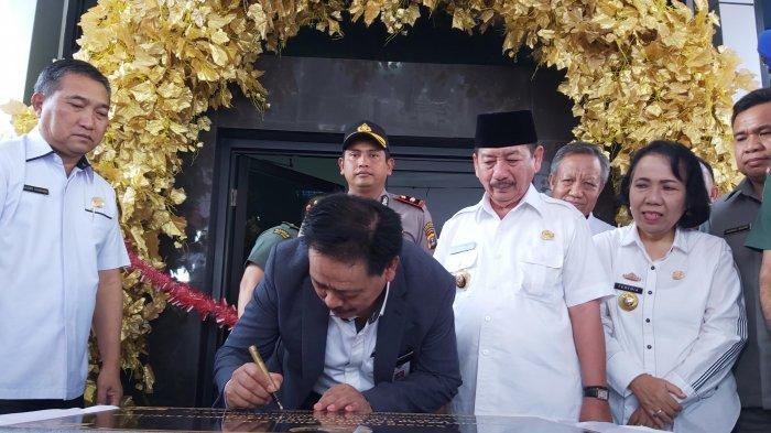 Kepala Perpustakaan Nasional Sebut Tingkat Literasi Baca Buku Masyarakat Indonesia Masih Rendah