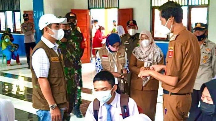 Ketua DPRD Lampung Barat Tinjau Vaksinasi Covid-19 di Sekolah