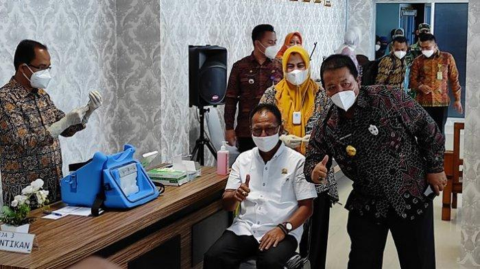 Ketua DPRD Lampung Mingrum Gumay Orang Pertama Penerima Vaksinasi Covid-19 di Lampung