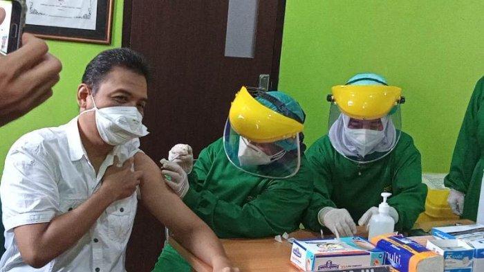 Ketua IDI Metro Jadi Penerima Pertama Vaksin Covid-19 di Metro