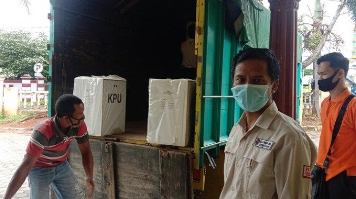 KPU Distribusikan Logistik Pilkada Pesawaran 2020 Pakai Perahu dan Motor ke Daerah Terpencil