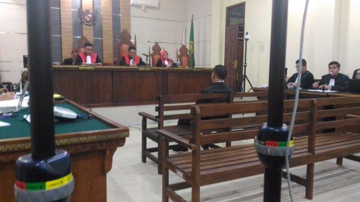 BREAKING NEWS - Bupati Nonaktif Mesuji Khamami Bantah Adanya List Pemenang Lelang Proyek Dinas PUPR