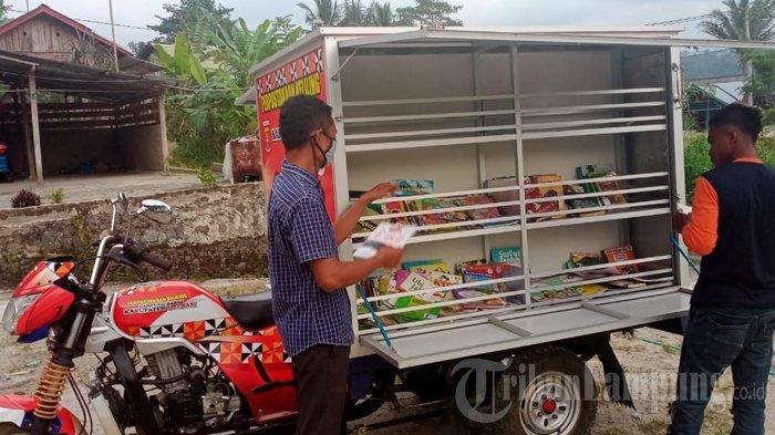 Kisah Guru Honorer di Lampung Barat Kelilingi TNBBS Demi Cerdaskan Anak Bangsa