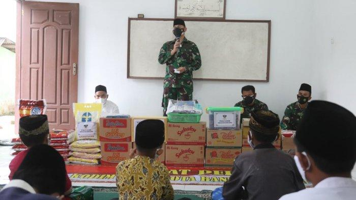 Bakti Sosial TNI, Kolonel Inf Romas Herlandes Beri Bantuan Pondok Roudhotul Muta'alamin