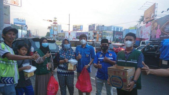DPD KNPI Kota Bandar Lampung Bersama Komunitas Literasi Sukses Berbagi Takjil