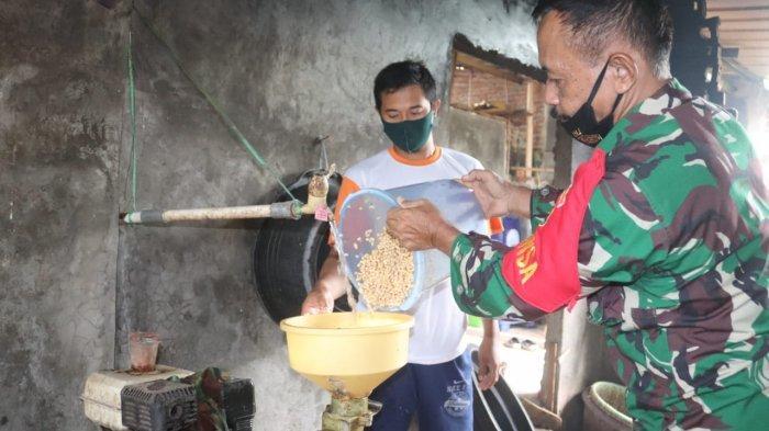 Babinsa Koramil 410-04/TKT Sertu Suparmin Pelopori UKM Tempe di Waykandis