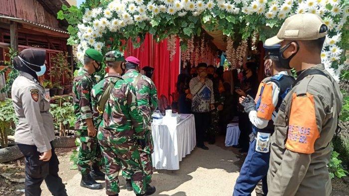 Anggota Kodim 0410 Bandar Lampung Patroli Prokes di Pesta Penikahan Warga