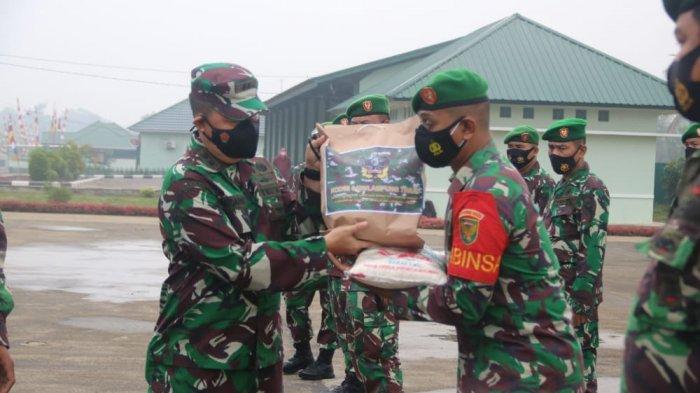 Peduli Covid-19, Kodim 0429/Lampung Timur Bantu 3 Ton Beras dan Sembako
