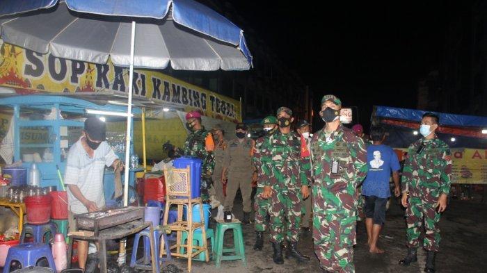 Komandan Kodim 0410/KBL Kolonel Inf Romas Herlandes Pimpin Patroli Prokes pada Malam Hari