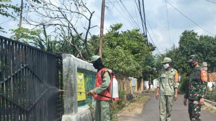 Cegah Penyebaran Covid, Koramil 410-04/TKT Semprot Disinfektan Kelurahan Tanjung Raya