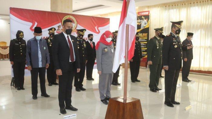 Kolonel Inf Romas Herlandes Ikuti Upacara Hari Bhayangkara Ke-75 dari Istana Negara Secara Virtual