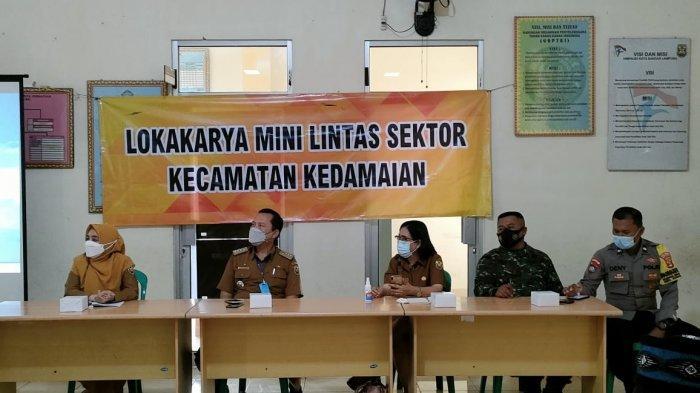 Babinsa Koramil 410-04/TKT Pelda Usep Sopwan Hadiri Lokakarya Mini Lintas Sektor Kecamatan Kedamaian