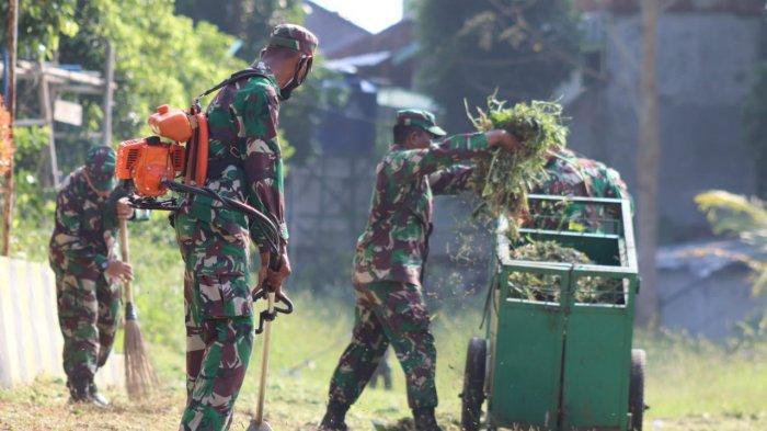 Karya Bakti TNI, Kodim 0410/KBL Bersihkan Lapangan Kwartir Daerah Lampung Jalan Pramuka