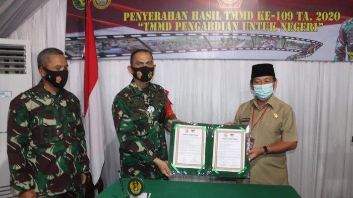 Komandan Kodim 0410/KBL Kolonel Inf Romas Herlandes Hadiri Penutupan TNI TMMD ke 109 di Garuntang