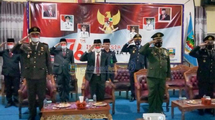Pemkab Pesisir Barat Ikuti Upacara Penurunan Bendera HUT RI Ke-76 di Istana Merdeka Melalui Virtual
