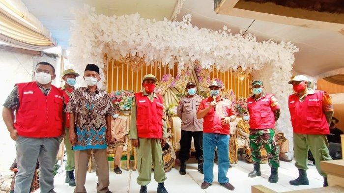 Serma Sarfudin Bersama Satgas Kelurahan Pantau Prokes dan Eduskasi 5 M di Acara Pernikahan Warga
