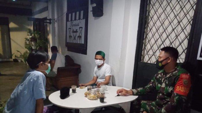 Cegah Penyebaran Covid, Babinsa Koramil 410-05/TKP Edukasi Prokes ke Rumah Warga Binaannya