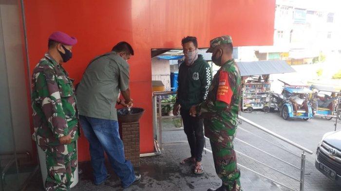 Serda Aris Susilo Imbau Pengunjung Mall Chandra Teluk Betung Wajib Gunakan Masker