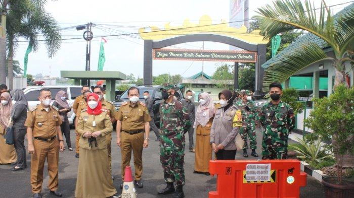 Romas Herlandes Dampingi Walikota Bandar Lampung Tinjau Vaksinasi Covid 19 di Makodim