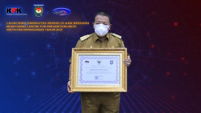 Gubernur Arinal Djunaidi Terima Penghargaan Atas Penyelesaian TLHP dari Kemendagri