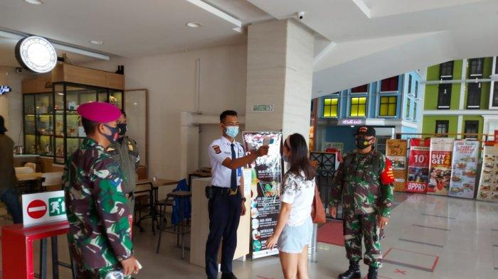 Dalam rangka mencegah dan mengantisipasi penyebaran virus corona Kodim 0410/KBL bersama Satgas  Penanganan covid-19 terus melaksanakan penegakan disiplin mematuhi protokol kesehatan Di Mall Chandra Kelurahan Sawah Lama Kec Tanjung karang Pusat Bandar Lampung, Minggu (25/10/2020).