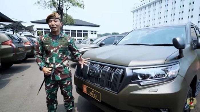 Komandan Pussenarmed, Mayjen TNI Totok Imam Santoso, menerima mobil dinas baru yang diserahan Kepala Staf Angkatan Darat Jenderal TNI Andika Perkasa di Mabes TNI AD.