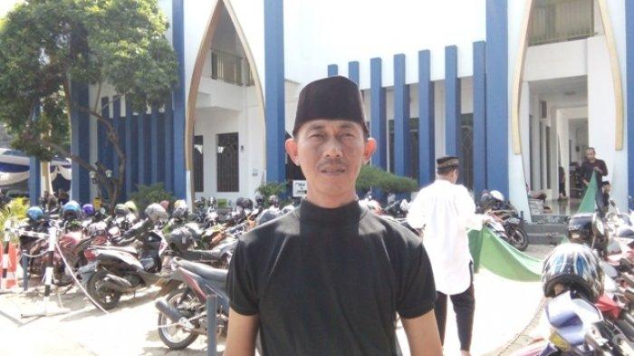 Terduga Pelaku Pencurian di Masjid Kenakan Jins Biru