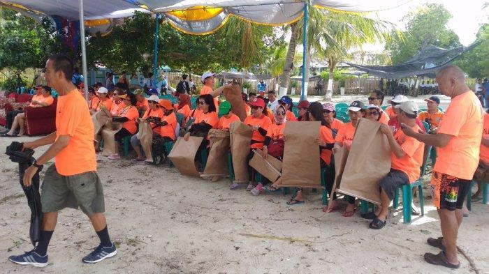 Punguti Sampah di Pulau Mahitam, Komunitas Lampung Hash House Harriers Sebut Demi Kebersihan