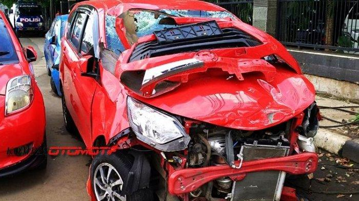 Kecelakaan Maut, Kakak Adik Tewas Saat Antar Mobil Baru buat Ayah
