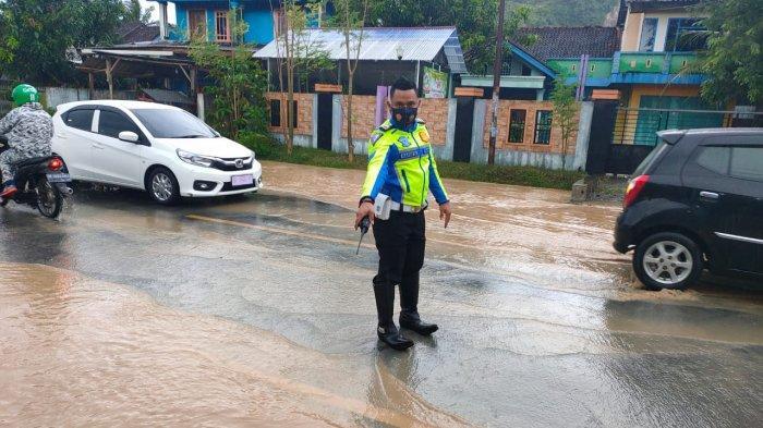 Siapkan Mesin Sedot, Upaya Polisi di Pringsewu Lampung Antisipasi Kondisi Lantas Kala Hujan
