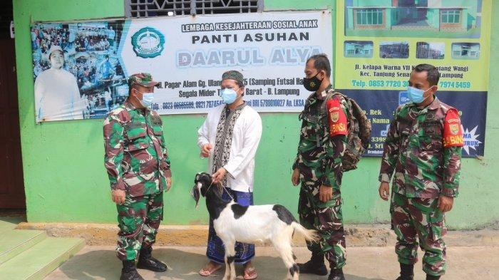 Peringati Hari Raya Idul Adha, Koramil 410-05/TKP Serahkan Kurban 3 Ekor Kambing kepada Panti Asuhan