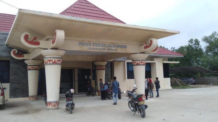 Pasca Bupati Mesuji Terjaring OTT, KPK Segel Kantor Dinas PUPR