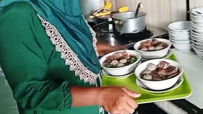 Kuliner Lampung, Iga Empuk Tersaji di Warung Bakso Gudang Ram Mesuji