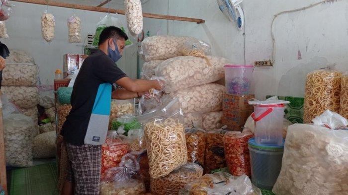 Kuliner Lampung, Jelang Lebaran Warung Sofi Kerupuk dan Kemplang Kebanjiran Order