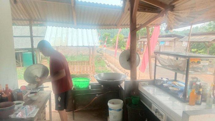 KULINER LAMPUNG Mi Talang Nikmat Disantap di Tengah Irigasi Sawah