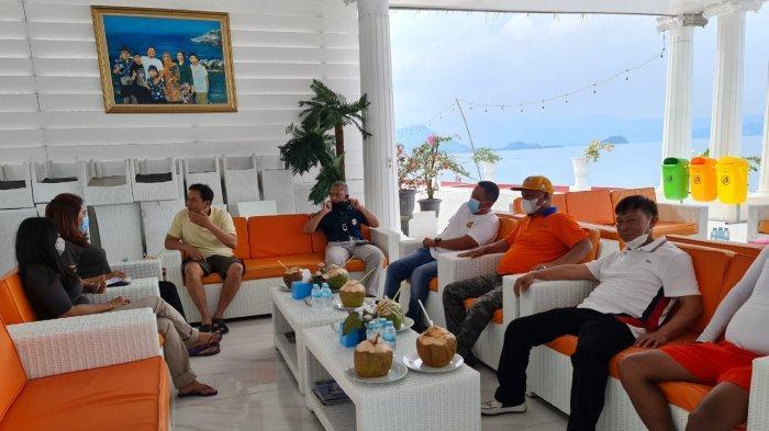 Wakil Ketua DPR RO Azis Syamsuddin dan Ketua Komisi I DPR RI Meutya Hafid berkunjung ke Pulau Tegal Mas di Kabupaten Pesawaran, Provinsi Lampung, Rabu (17/2) siang. Juga hadir Pangdam Sriwijaya Mayjen TNU Agus Suhardi dan Danrem Garuda Hitam Brigjen TNI Toto Jumariono Said.
