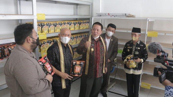 Kunjungi Pusat Oleh-oleh di Pringsewu Lampung, Menteri Koperasi dan UKM Apresiasi Rafin's Snack