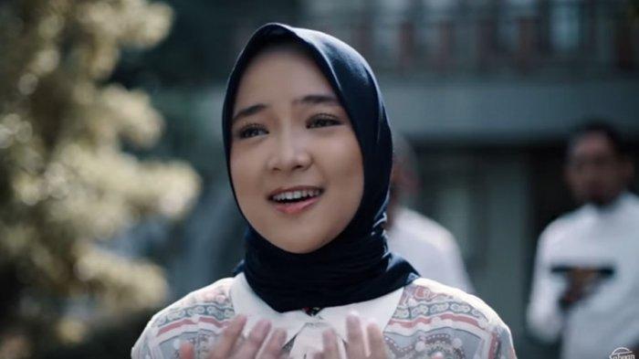 Nissa Sabyan Datang ke Pernikahan Recky dan Iin, Nyanyi Sambil Disawer Duit