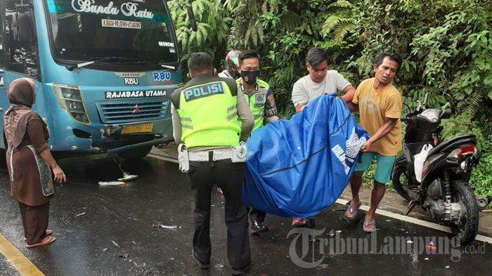 Lakalantas di Jalinbar Tanggamus, Pengendara Motor Tewas di Tempat Dihantam Bus
