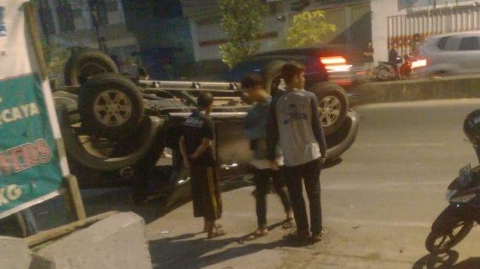 Ban Kanan Kempis, Mobil yang Angkut 9 Polisi Oleng ke Kanan, Begini yang Terjadi