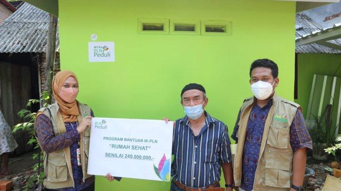 Peringati Hari Listrik Nasional ke 76, PLN Peduli Bedah Rumah Purnakarya Manfaatkan FABA